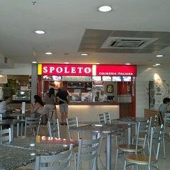Photo taken at Spoleto Culinária Italiana by Wei M. on 1/29/2012