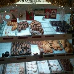 Photo taken at Peter Pan Donut & Pastry Shop by Ron R. on 12/23/2011