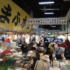 Photo taken at 築地市場 (Tsukiji Fish Market) by Ben V. on 5/7/2012