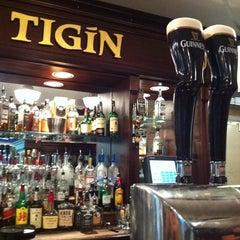 Photo taken at Tigín Irish Pub & Restaurant by Jason D. on 8/12/2011