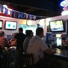 Photo taken at Stadium Sports Tavern by Susan I. on 10/8/2011
