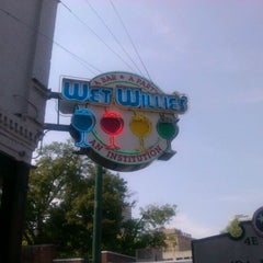 Photo taken at Wet Willie's by Stan B. on 5/26/2012