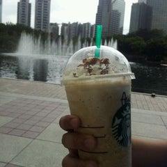 Photo taken at Starbucks by Wanie Y. on 11/2/2011