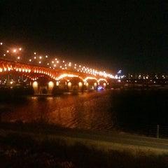 Photo taken at 성수대교밑 주정차금지구역 by 편집왕 E. on 1/14/2011