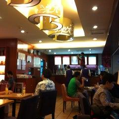 Photo taken at 百怡咖啡 Blenz Coffee / Yeasun Coffee by Halim A. on 6/18/2012
