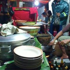 Photo taken at Nasi goreng Pak Petruk by Erfian Febi H. on 1/15/2012