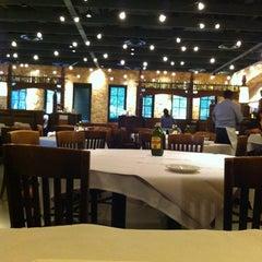 Photo taken at Romano's Macaroni Grill by catalo on 5/19/2012