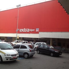 Photo taken at Extra Hiper by William S. on 1/8/2012