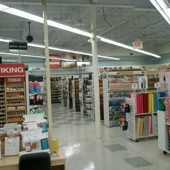 Photo taken at Jo-Ann Fabric and Craft by Di V. on 1/7/2012