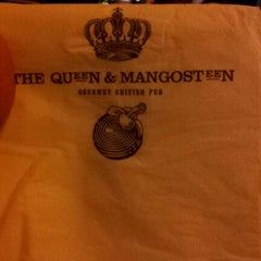 Photo taken at The Queen & Mangosteen by Danz H. on 1/22/2012