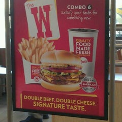Photo taken at Wendy's by Cornell B. on 3/11/2012