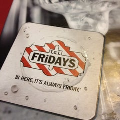 Photo taken at TGI Fridays by Beto P. on 8/10/2012