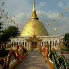 Photo taken at วัดหลวงพ่อโอภาสี (สวนอาศรมบางมด) Wat Luang Por Opasee by Noppakrit O. on 1/16/2011