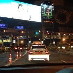 Photo taken at ด่านฯ ประชาชื่น - ขาออก (Prachachuen Toll Plaza - Outbound) by Ajko 5. on 8/10/2012