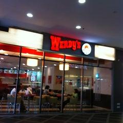 Photo taken at Wendy's by Cristina Z. on 3/19/2012