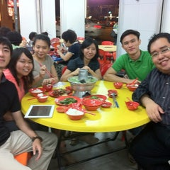 Photo taken at Nan Hwa Chong Fish-Head Steamboat Corner (南华昌亚秋鱼头炉) by Rachel R. on 3/21/2012