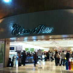 Photo taken at Palacio de Hierro by Arturo😃 R. on 7/24/2012