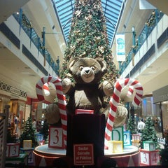 Photo taken at Portal Rosario Shopping by Vanesa D. on 11/24/2011