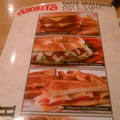 Photo taken at Shoney's by The Handsome1 on 1/21/2012