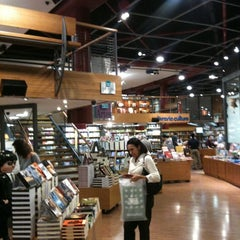 Photo taken at Livraria Cultura by Jonathan D. on 7/26/2011