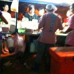Photo taken at น้ําแข็งใส วงเวียนท้ายบ้าน by KruMeng 1. on 12/25/2010