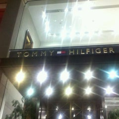 Photo taken at Tommy Hilfiger by Joehl O. on 11/18/2011