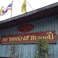 Photo taken at ตลาดคลองสวน 100 ปี (Klong Suan 100-Year-Old Market) by Natheephat P. on 4/14/2012