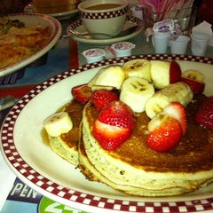 Photo taken at Menlo Park Diner by Sabina K. on 6/17/2012