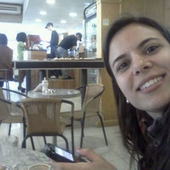 Photo taken at Café Pretto by Gustavo L. on 9/29/2011
