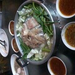 Photo taken at แชมป์ แจ่วฮ้อน-หมูกะทะ by เกริกศักดิ์ ฟ. on 3/29/2012