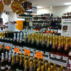 Photo taken at Marketview Liquor by Ivvy ♍ P. on 12/24/2011