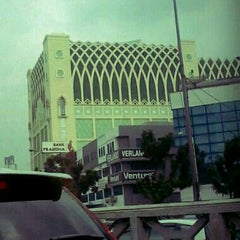 Photo taken at Pasar Tanah Abang Blok A by Ayu L. on 4/5/2012
