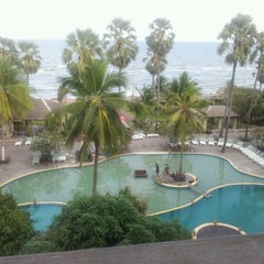 Photo taken at Pattawia Resort and Spa by Coco B. on 12/9/2011