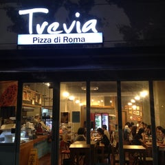 Photo taken at Trevia Pizza di Roma by Sophia H. W. on 8/31/2012