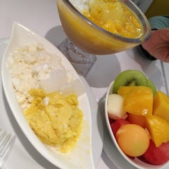 Photo taken at 許留山 Hui Lau Shan Healthy Dessert by Teeloon on 6/8/2012