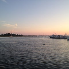 Photo taken at Captain Bill's Waterfront Restaurant by Jeff L. on 8/25/2012