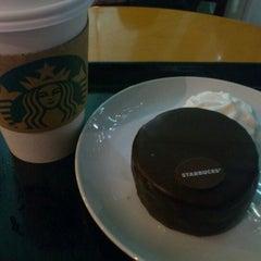 Photo taken at Starbucks Coffee JR東京駅日本橋口店 by moonz on 1/11/2012