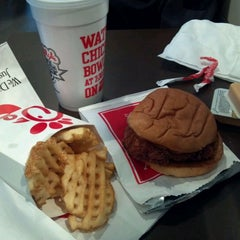 Photo taken at Chick-fil-A by Martel J. on 12/6/2011