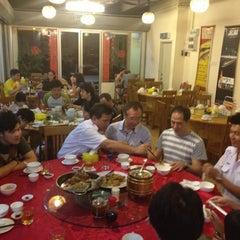 Photo taken at 大丰收福州菜馆 by Lam K. on 8/24/2012
