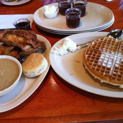 Photo taken at Roscoe's House of Chicken and Waffles by Carolyn B. on 4/14/2012