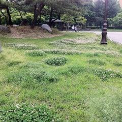 Photo taken at 한밭초등학교 by David Jaehyoung L. on 5/7/2012