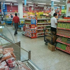 Photo taken at Extra Supermercado by Gabriel P. on 9/30/2011
