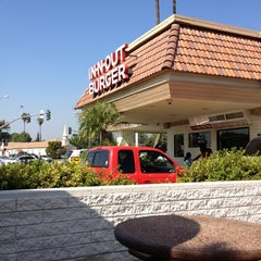 Photo taken at In-N-Out Burger by Kelly M. on 10/16/2011