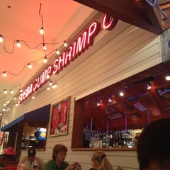 Photo taken at Bubba Gump Shrimp Co. by Rosie C. on 8/14/2012