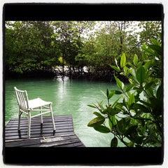 Photo taken at The Blue Sky Resort Koh Payam (เดอะบลูสกายรีสอร์ท เกาะพยาม) by Chanchai P. on 5/28/2012