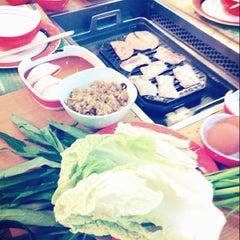 Photo taken at Daidomon (ไดโดมอน) by Ross K. on 6/13/2012