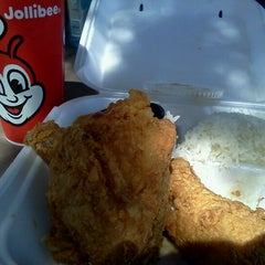 Photo taken at Jollibee by CJ T. on 8/31/2011