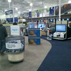 Photo taken at Best Buy by Ronnie C. on 12/24/2011