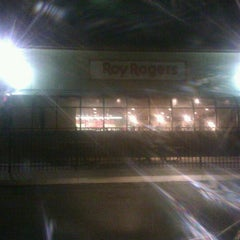 Photo taken at Roy Rogers by Stephanie I. on 10/3/2011