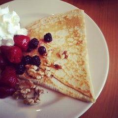 Photo taken at Crepes Parisiennes by Antonio O. on 5/18/2012